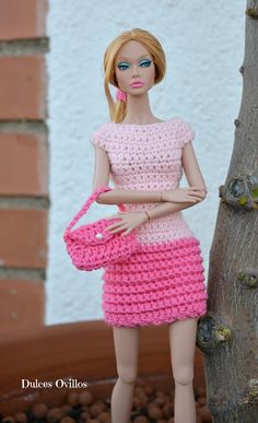 Crochet Doll Dulces Ovillos: Vestido a crochet para Poppy Parker - Crochet Poppy Parker dress Barbie Clothes Patterns, Crochet Barbie Clothes, Doll Clothes Barbie, Barbie Dress, Crochet Dolls, Small Crochet Gifts, Cute Crochet, Barbie Fashionista, Poppy Crochet
