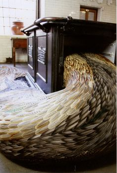 Sculpture made with feathers, Kate MccGwire (www.katemccgwire.com)