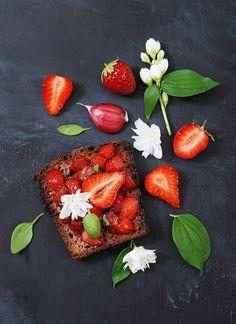 My Sweet Faery: Bruschetta aux fraises et basilic - Strawberry basil bruschetta