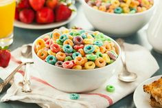 """Is Your """"Healthy"""" Cereal Worse Than Froot Loops? Healthy Snacks, Healthy Eating, Healthy Recipes, Healthy Breakfasts, Fruit Loops Cereal, Yogurt And Granola, Granola Bars, Bowl Of Cereal, Vegetable Protein"""