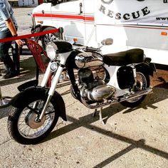 Vintage Motorcycles, Cars And Motorcycles, Jawa 350, Classic Bikes, Motorbikes, Biker, Vehicles, Instagram White, Modern Kitchens