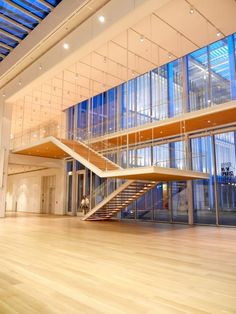 Renzo Piano designed Chicago's Modern Wing of the Art Institute with a floating staircase. #chicagosavvytours