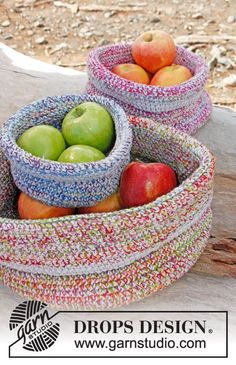 """Free pattern: Crochet DROPS basket in 2 strands """"Fabel"""" and 1 strand """"Bomull-Lin"""" or """"Paris""""."""