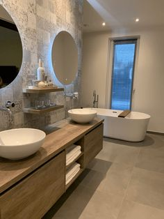 Loft Bathroom, Bathroom Layout, Dream Bathrooms, Small Bathroom, Bathroom Design Luxury, Modern Bathroom Design, Bathroom Design Inspiration, Round Mirrors, Ideas