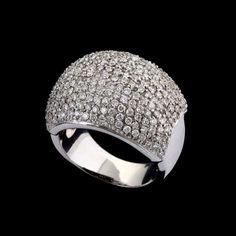 7b3b54da4d39a Anel de ouro branco 18k e diamantes lapidação brilhante regulando 1,80ct no  total.