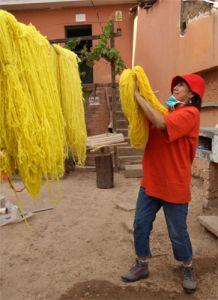 Tejedoras y bordadoras de Huanta vencen a la pobreza