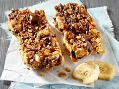 Feel like sweets? Muesli bars are the healthy snack in between. And because everyone can buy, we make our granola bars ourselves. Four quick recipes. Easy Vanilla Cake Recipe, Easy Cake Recipes, Snack Recipes, Food To Go, Food And Drink, Vegan Protein Bars, Muesli Bars, Low Calorie Snacks, Quick Snacks