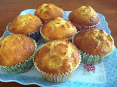Mango Muffins I had several mangoes and after a bit of experimenting these were delightful. Very moist and you can use the whole mango. Mango Muffins, Savory Muffins, Muffin Recipes, Baking Recipes, Cake Recipes, Easy Loaf Cake Recipe, Mango Dessert Recipes, Mango Recipes Healthy, Desserts