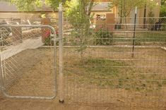 Cheap Easy Dog Run to Build : 6 Steps - Instructables Portable Dog Kennels, Cheap Dog Kennels, Wooden Dog Kennels, Dog Kennel Panels, Dog Kennel Cover, Diy Dog Kennel, Kennel Ideas, Dog Pen Outdoor, Outdoor Play
