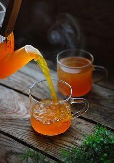 En varm äppeldryck med smak av saffran, citron, apelsin och så en touch av kryddnejlika. Vi kan kalla den för Varm Saffransdryck eller Saffransglögg tycker jag. Den är enkel att göra och så...