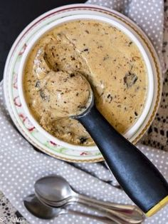 Homemade Plum Ice Cream, Food And Drinks, Nothing better than delicious homemade ice cream to ease the January heat. After a long season without much time to devote to the kitchen I chose a re. Plum Ice Cream, Sorbet Ice Cream, Sweet Like Candy, Good Food, Yummy Food, Keto Cookies, Homemade Ice Cream, Ice Cream Recipes, Just Desserts