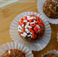 Make Treats for Santa's Reindeer - Birdseed Cakes {Reindeer Food Christmas Tradition} - bystephanielynn