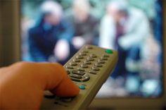 Falsche Fernsehtechniker und der echte Aufpasser.