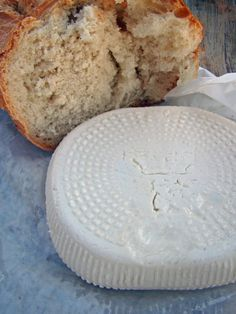 Comment faire du brocciu frais maison? Camembert Cheese, Salsa, Dairy, Marie Claire, Food, Kitchen, Cream, Homemade Cheese, Goat Milk