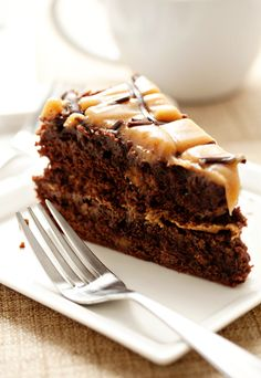 Chocolate Peanut Butter Torte-A thick, dense, brownie like cake layer pairs perfectly with a creamy peanut butter glaze to create a seriously decadent dessert. Peanut Butter Desserts, Chocolate Peanut Butter, Chocolate Recipes, Chocolate Torte, Peanut Cake, Health Desserts, Just Desserts, Delicious Desserts, Sweet Recipes