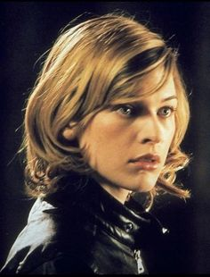 Milla Jovovich in Resident Evil, 2002 My favorite Milla hairstyle. :)