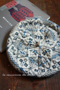 三國 万里子さんの著書で「編み物こもの」よりフェアアイル柄のベレーを。  この色、柄に一目ぼれして1年越しでようやく完成!笑感慨もひとしおです...