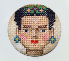 Broche Frida Kahlo Punto de Cruz Único Hpecho a por COSIMITAS