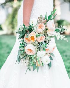 Daydreaming of peonies, beautiful brides and all those wedding details. Beautiful Bride, Peonies, Wedding Details, Wedding Bouquets, Brides, Floral Wreath, Wedding Day, Wreaths, Table Decorations