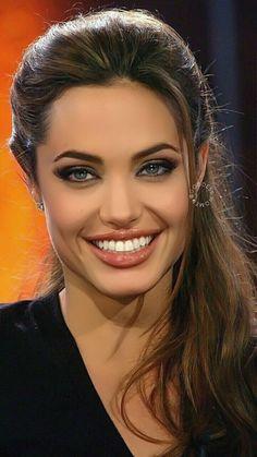 Angelina Jolie Makeup, Angelina Joile, Angelina Jolie Pictures, Angelina Jolie Photos, Beautiful Celebrities, Beautiful Actresses, Beautiful Eyes, Most Beautiful Women, Belle Nana