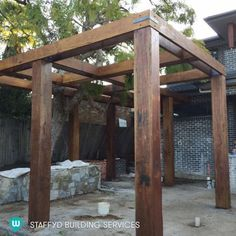 The pergola kits are the easiest and quickest way to build a garden pergola. There are lots of do it yourself pergola kits available to you so that anyone could easily put them together to construct a new structure at their backyard. Rustic Pergola, Pergola Curtains, Small Pergola, Modern Pergola, Pergola Attached To House, Pergola Swing, Deck With Pergola, Cheap Pergola, Outdoor Pergola