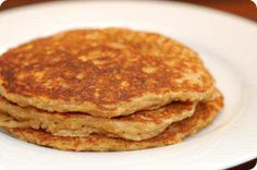 With this delicious Oatmeal Pancakes recipe you can make a heart healthy low-fat breakfast. Oat Flour Pancakes, Oatmeal Pancakes, Protein Pancakes, Oatmeal Flour, Quick Recipes, Easy Healthy Recipes, P90x3 Recipes, Health Recipes, Summer Recipes