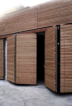 XILOMOENIA OKOUMÈ - Designer Facade systems from ✓ all information ✓ high-resolution images ✓ CADs ✓ catalogues ✓ contact information. Garage Door Windows, Modern Garage Doors, Windows And Doors, Modern Shutters, Big Doors, Window Shutters, Garage Door Design, Diy Garage Door, Timber Cladding