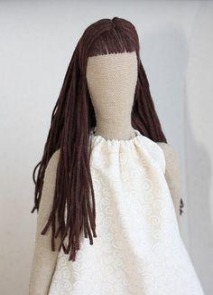Lo primero os muestro la lana que he utilizado para algunas ocasiones. Ésta la he usado tanto para hacer una melena larga como un pelo re...