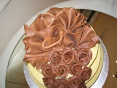 #chocolate fans cascading in to roses for a top tier #weddingcake decoration.....