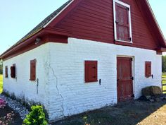 Did you know the barn on our property dates back to the late 18th, early 19th century? Here she is, still standing today!