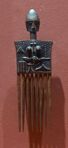 Africa | Hair comb from the Asante people | 20th century | Wood