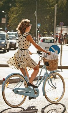 New cruiser bike outfit cycle chic Ideas Cycle Chic, Anjou Velo Vintage, Looks Street Style, Bicycle Girl, Bike Style, Vintage Bicycles, Hot Girls, Ideias Fashion, My Style