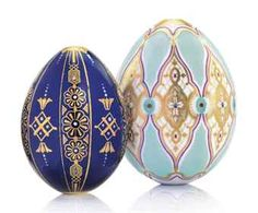 TWO PORCELAIN EGGS BY THE IMPERIAL PORCELAIN FACTORY, ST PETERSBURG, CIRCA 1840-1850