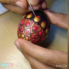 Dot Art Painting, Rock Painting Designs, Mandala Painting, Mandala Dots, Mandala Pattern, Egg Crafts, Easter Crafts, Easter Art, Easter Eggs