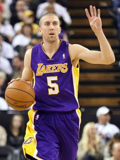 Steve Blake out, so Kobe Bryant is Lakers' point guard