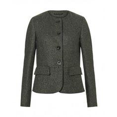 Giacca, in tweed di lana, con 2 tasche a pattina sui fianchi, collo rotondo, chiusa davanti con 3 bottoni.