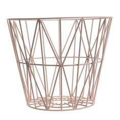 Wire-kori on käytännöllinen ja tyylikäs sisustusesine, joka sopii säilytysastiaksi, lisätuoliksi, sivupöydäksi tai vaikka hauskaksi lampunvarjostimeksi.