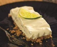 Recipe Frozen mojito cheesecake by Nico Moretti, learn to make this recipe easily in your kitchen machine and discover other Thermomix recipes in Desserts & sweets. Thermomix Cheesecake, Mojito Cheesecake, Thermomix Desserts, Cheesecake Recipes, Frozen Mojito, Whole Food Desserts, Dessert Drinks, Sweets Recipes, Yummy Cakes