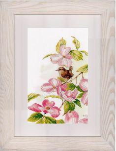 Roze bloemen met klein vogeltje