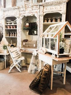 Are you going to be in or near Madison Indiana. Do not miss your chance to check out Olde Tyme Marketplace. Check out a few photos from my recent visit to my favorite Madison Indiana Shop Rustic Design, Rustic Decor, Farmhouse Style, Farmhouse Decor, White Farmhouse, Madison Indiana, Do It Yourself Design, Antique Stores, Antique Store Displays