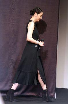長澤まさみ:胸元ざっくり黒ワンピ 重ねづけアクセをクールにアピール - 写真特集 - MANTANWEB(まんたんウェブ)