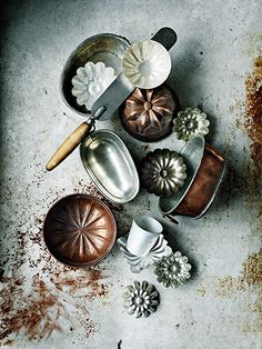 vmburkhardt: (via Linda Lundgren - Stylists - Agent Bauer) props photo styling- bakvormen Vintage Baking, Vintage Kitchen, Kitchen Rustic, Kitchen Utensils, Kitchen Tools, Baking Utensils, Kitchen Gadgets, Kitchen Cabinets, Bakery Cafe