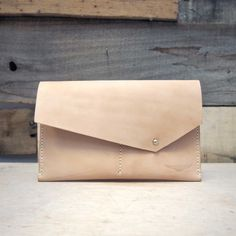 The Orr Clutch from @aegishandcraft is understated, and and classic....and creamy.