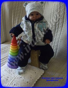 """Комплект для малыша """"Дельфинчик"""": полукомбинезон, курточка на молнии с капюшоном, свитер-реглан, шапочка и носочки"""