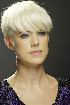 Agyness Deyn on the Narcisco Rodriguez Spring 2008 runway #ShortHair #AgynessDeyn