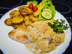 Kuřecí prsa s liškovým přelivem a bramborovými dukátky Treats, Chicken, Food, Cooking, Sweet Like Candy, Goodies, Eten, Meals, Snacks