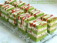 Cuburi aperitiv cu spanac si crema de branza cu ciuperci (starters with spinach and mushroom cream Sandwich Cake, Sandwiches, Antipasto, Tapas, Cubes, Best Party Food, Party Finger Foods, Romanian Food, Spinach Stuffed Mushrooms