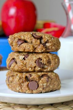 This Breakfast Cookie recipe with banana, peanut butter, oats, apples and chocolate chips is perfect for busy mornings or an after-school snack!
