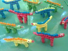 """Proyecto """"Los dinosaurios"""". Dinosaurios realizados con Playmais. Alumnos de 4 años. Colegio Nuestra Señora Santa María. Madrid. España."""