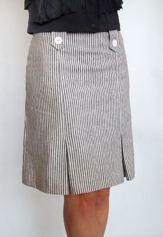 Sewing Skirts love this skirt in cotton ticking Blouse And Skirt, Skirt Pants, Dress Skirt, Raglan Shirts, Skirt Outfits, Cool Outfits, Look Chic, Sewing Clothes, Dressmaking